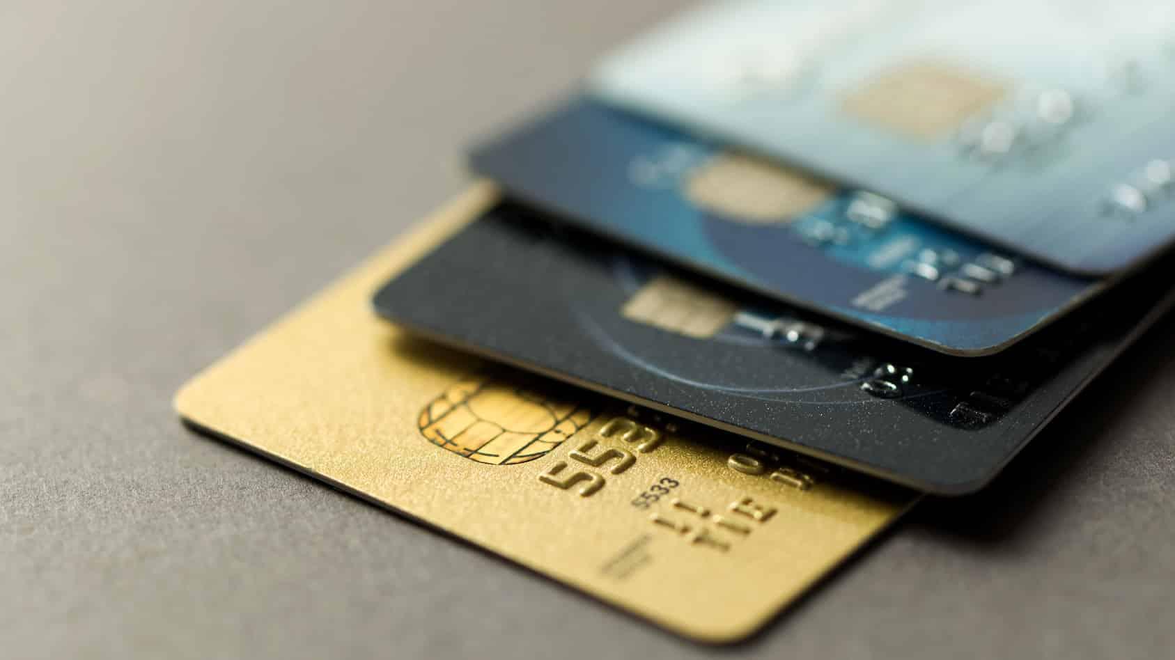 Comparatif de cartes bancaires haut de gamme : laquelle choisir ?
