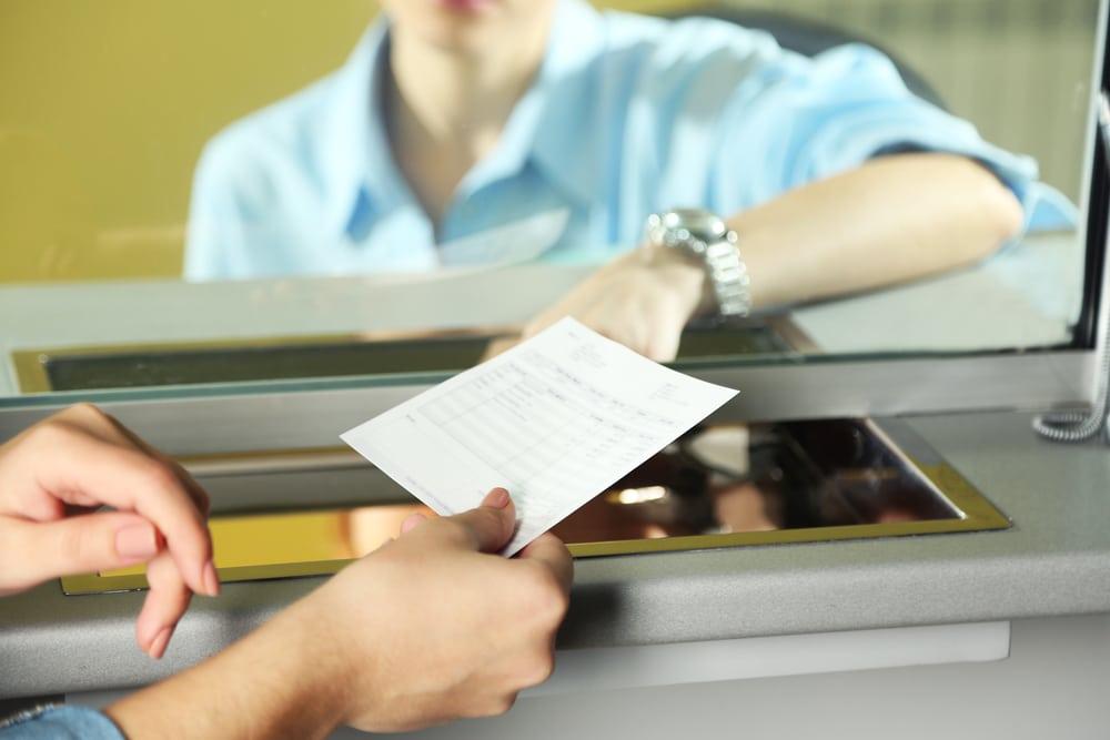 Dépôt de chèque dans une banque en ligne : comment ça marche ?