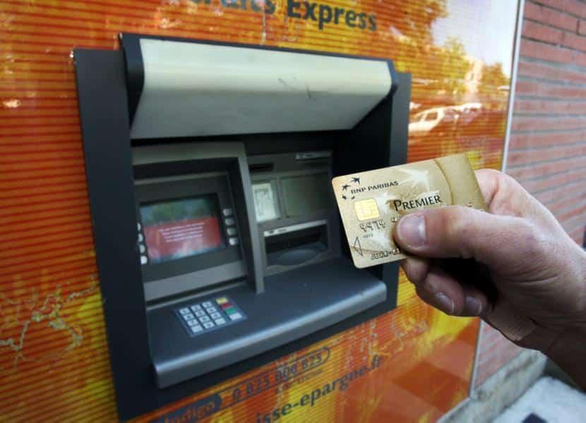 Carte bancaire bloquée dans un DAB : que faire