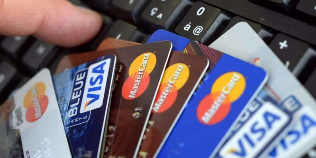 Comparaison des cartes bancaires proposées par les banques en ligne