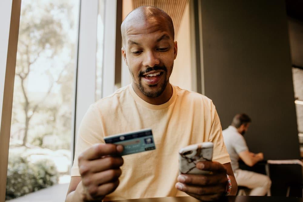 Carte bancaire gratuite sans revenu